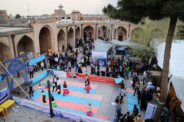 350 برنامه متنوع فرهنگی در جشنواره فرهنگ و سنن قزوین برگزار گردید