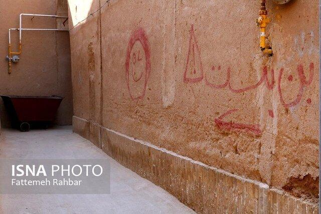 خطوط جهالت و بی فرهنگی بر دیوارهای شهر جهانی